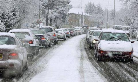 Malatya - Erkenek tünelinde yoğun kar yağışı nedeniyle  araçlar yolda mahsur kaldı!