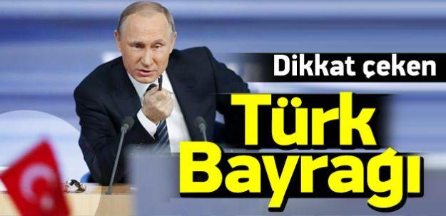 PUTin Türkiye'yi Tehdit Etti! Önündeki Türk Bayrağı Dikkat Çekti