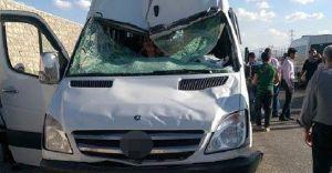 Başkale'de İnanılmaz Kaza! Kamyondan Minibüsün Üstüne Düştü!