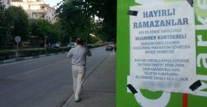 Bursa'da Ramazan Davulcusuna Afişli Uyarı!