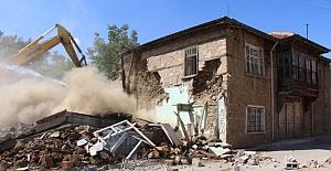 Seydişehir'de Metruk Binalar Teker Teker Yıkılıyor