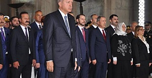 Erdoğan Anıtkabir'de: Tehdit ve Saldırılar Bizi Alıkoyamayacak!