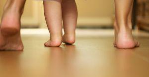 Anne Babalar Dikkat! Çocuklarınızdaki Yürüyüş Bozukluğunu Erkenden Farkedin!
