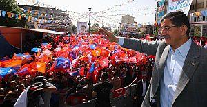 Başbakan Davutoğlu Van'da Konuştu: Biri beyaz Türk, biri beyaz Kürt!