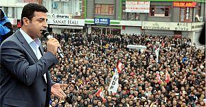 Demirtaş Bursa'da Davutoğluna Seslendi: Seni Ezdirmeyeceğiz Hocam!