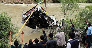 Hakkari'de Zap Nehrine Uçan Araç Çıkartıldı!
