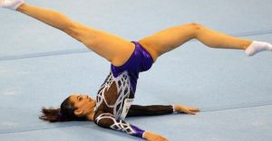(VİDEO HABER) 21 Yaşındaki Kadın Jimnastikçinin Cinsel Uzvu Göründü!