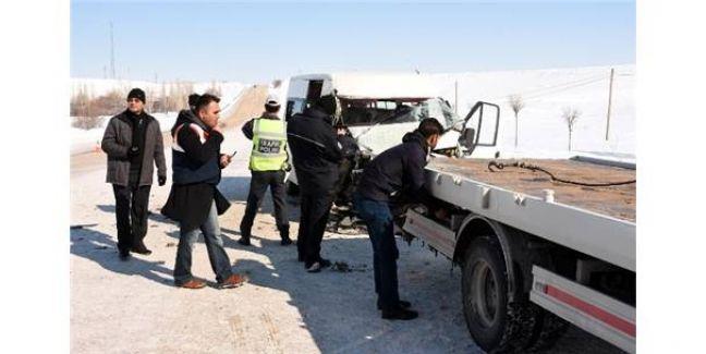 Van'da Fecii Kaza! 11 Kişi Yaralandı!