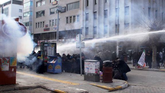 Van'da Yapılan İzinsiz Gösteriye Polis İzin Vermedi!